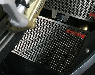 Protezione in titanio radiatore olio
